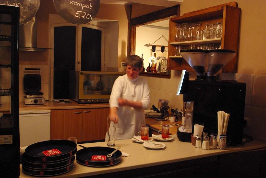 Juliane Koecke in ihrem Cafe (immer aktiv!)